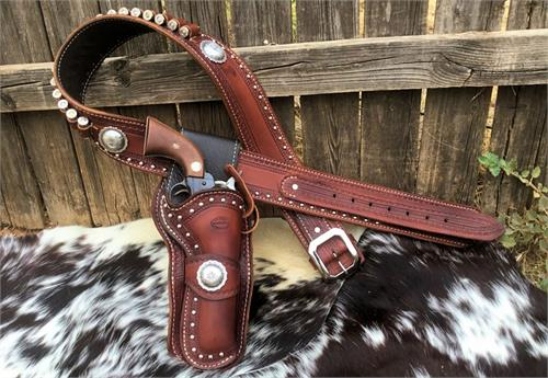 Custom leahter gun rig with border tooling, spots, conchos. Available in straight or crossdraw.