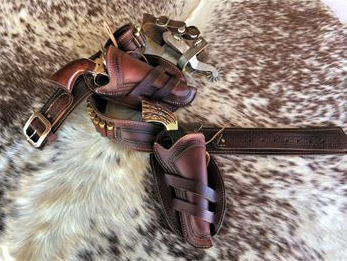 Border tooled gun rig in your choice of Black, Brown or Natural. Available in straight or cross draw.